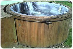 early-acrylic-hot-tub-by-california-cooperage